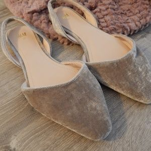 H&M / nude-tone crushed velvet flats